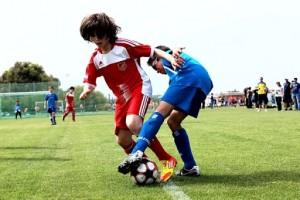 Trei țări europene nu mai dau voie copiilor sub 12 ani să lovească mingea cu capul la antrenamente
