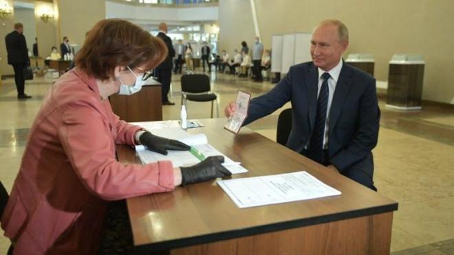 Vladimir Putin a devenit președinte pe viață în Rusia. Referendumul său a fost validat cu un scor zdrobitor