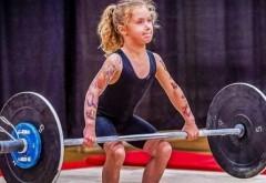 """Rory van Ulft, fetița de 7 ani care ridică 80 kg, a declanșat un scandal mondial! Practică un sport """"interzis"""""""