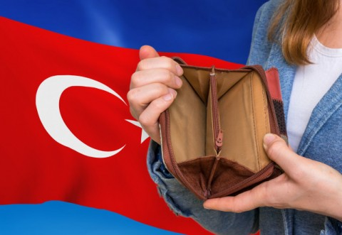 Foamete in Turcia. Alimentele au ajuns atât de scumpe în Turcia, încât oamenii recurg la măsuri dificile