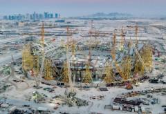 The Guardian: Cel puțin 6.500 de muncitori migranți au murit în Qatar în timpul pregătirilor pentru Cupa Mondială din 2022