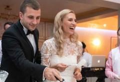 Un cuplu a comandat online un tort pentru nunta lor. Întrebați ce mesaj vor inscrpționat, au răspuns că nu vor niciunul. În seara nunții, când tortul a venit a restaurant, mirele și mireasa să cadă din picioare. Ce scria pe tort