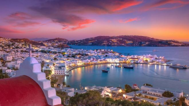 """Grecia vrea să transforme insulele în """"zone libere de Covid"""". După șocul din 2020, Mykonos e gata de petreceri ca înainte de pandemie"""