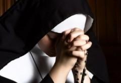 Sfintele pacanele! O călugăriță a furat banii dintr-o școală și apoi a spart peste 800.000 de dolari la jocuri de noroc