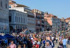 Italia renunță la masca în aer liber din 28 iunie