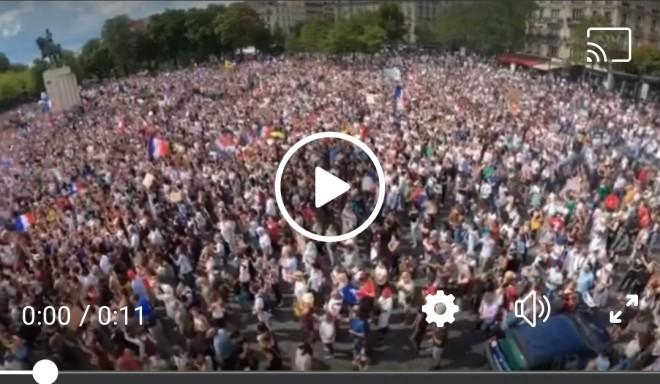 Zeci de mii de oameni protestează din nou în Franța împotriva permisului sanitar și vaccinării