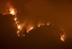 """Trei călugări au refuzat să fie evacuați din calea flăcărilor violente care ard o insulă în Grecia: """"Ne sufocăm din cauza fumului"""""""