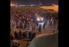 BREAKING NEWS  Haos pe aeroportul din Kabul, oamenii se calcă în picioare să plece din țară. Primele imagini cu talibanii în palatul prezidențial