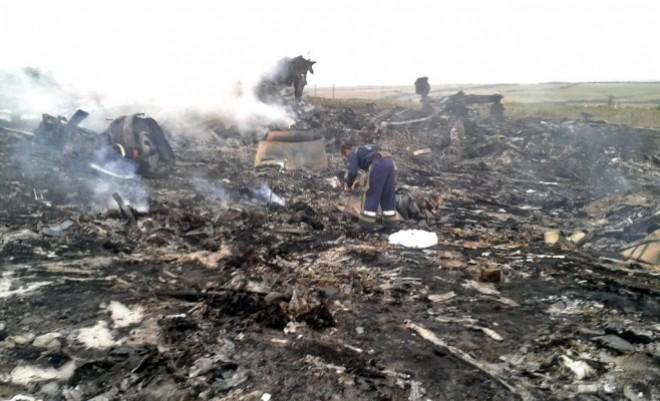 Noi imagini de la prăbuşirea cursei MH17 în Ucraina. O televiziune rusă a prezentat o filmare realizată imediat după accident VIDEO