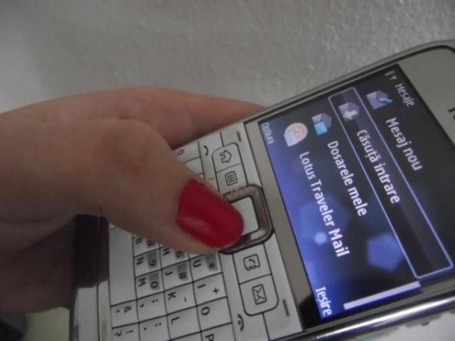O tânără este în stare de ŞOC. A primit un SMS de la bunica moartă