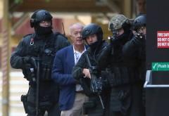 LUARE DE OSTATICI la Sydney într-o cafenea. Atacatorul a plasat PATRU BOMBE