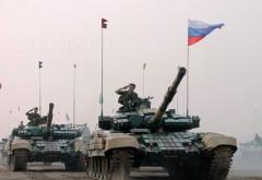 Rusia masează trupe și echipament militar masiv la granița cu Ucraina