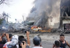 Avion militar PRĂBUȘIT. Peste 30 de morți. IMAGINI ȘOCANTE