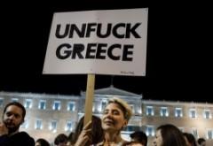 DISPERARE. Internetul a fost tăiat în Grecia pentru a limita ieșirile de bani