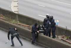Franţa riscă să fie vizată de noi atentate, avertizează Francois Hollande
