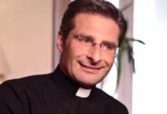 SCANDAL la Vatican. Preot CONCEDIAT după ce a recunoscut că este HOMOSEXUAL şi are un iubit