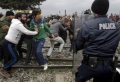Lupte între refugiați într-o tabără din Franța: Sute de oameni implicați
