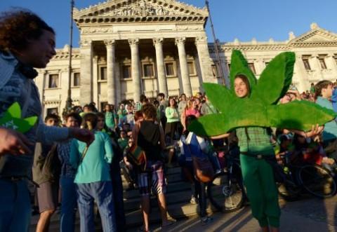 Încă o țară legalizează canabisul în scopuri medicale: Despre cine este vorba