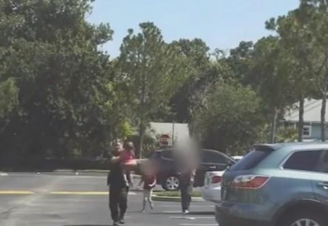Și-a încuiat fetița în mașină, timp de 12 ore, la temperaturi sufocante. Explicația halucinantă a mamei copilului - VIDEO
