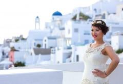 O femeie s-a căsătorit cu ea însăși într-o ceremonie spectaculoasă pe insula Santorini. Nunta a costat 21.000 de lire sterline