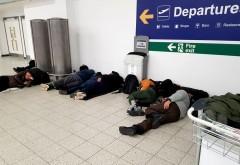 Sute de români sunt blocați pe Aeroportul Luton din Londra