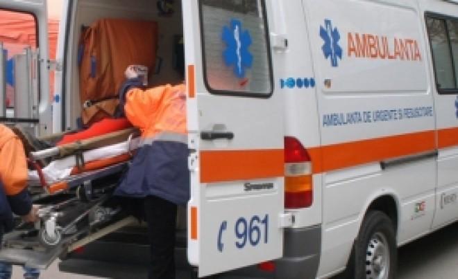 INCREDIBIL Un oraș a rămas fără șoferi de ambulanță: 13 au fost prinși când FURAU combustibil