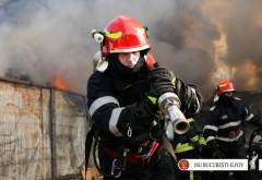 Incendiu puternic în apropiere de București. O hală uriașă a fost cuprinsă de flăcări. Zeci de pompieri sunt la fața locului
