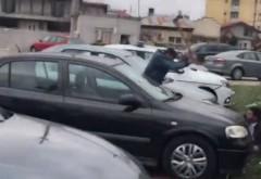 Ucis cu sălbăticie lângă casa ministrului Bădălău. Incident șocant în Giurgiu. L-a hăcuit cu toporul în plină stradă. VIDEO