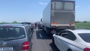 """Trafic aglomerat pe Autostrada Soarelui si Valea Prahovei. Porțiune de drum cu restricție de viteză din cauza unor denivelări """"apărute"""" în asfalt"""