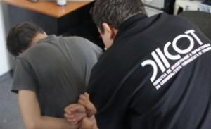 Traficanți de droguri, prinși în flagrant de DIICOT cu trei kilograme de canabis