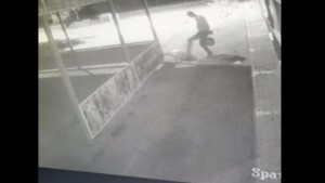 VIDEO Momentul în care un bărbat este ucis în parcarea unui complex comercial din București