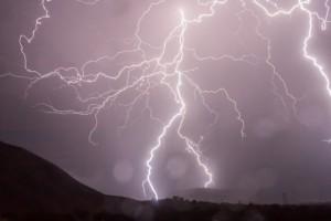 Cod galben de vijelie și ploi torențiale în mai multe zone din țară