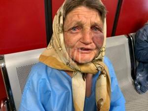 Ți se rupe sufletul! O mămăiță din Iași, snopită în bătaie în gară. Femeia a povestit cu lacrimi în ochi ce a pățit