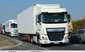 Români, arestați de autoritățile franceze pentru furturi din camioane în mers