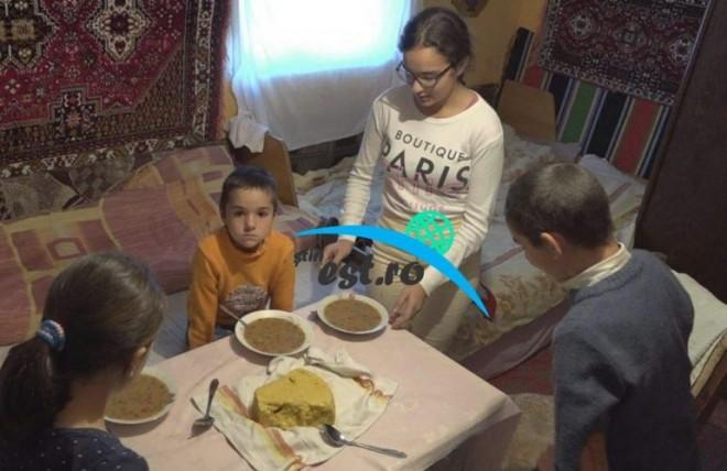 Cinci frati plang de foame si isi fac temele pe jos. Nu au jucarii si impart acelasi pix