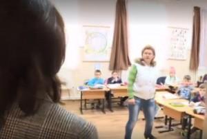 Cum a reacționat o învățătoare care țipa la elevi, când ministrul Educației a intrat peste ea în clasă
