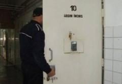 INCREDIBIL ce se întâmplă în penitenciarele din România - Deținut prins când voia să producă țuică în celulă