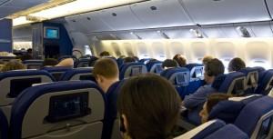 Cât de riscant este să zbori pe timpul pandemiei de coronavirus. Lucrurile esențiale pe care trebuie să le știi înainte de îmbarcare
