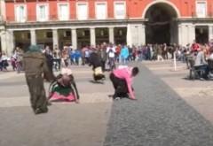 VIDEO Cerşetoarele românce umilite de olandezi: 'Dacă ne-ar umili aşa în fiecare zi ce bine ar fi!'