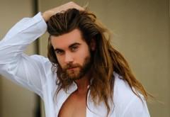 STUDIU! Cercetătorii britanici avertizează: Părul lung şi barba mare creşte probabilitatea de contaminare cu COVID-19