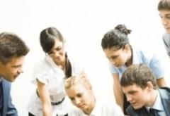 STUDIU - Bate vântul schimbării la nivel mondial: tinerii își pierd încrederea în sistemul democratic