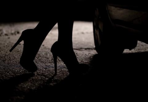 """The Guardian: Mii de românce exploatate sexual în Marea Britanie sub """"vălul"""" pandemiei. Venituri de 1 milion de £ într-un singur bordel"""