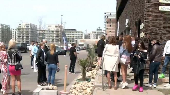 Distracție de 1 Mai în Mamaia. Tinerii au stat la coadă să intre în cluburi / VIDEO