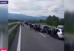 A cui e vina? Cozi de sute de mașini la intrare în Grecia