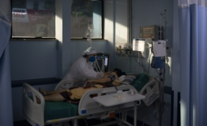 ÎNCĂ DOUĂ DECESE în rândul infectaților cu tulpina Delta a coronavirusului