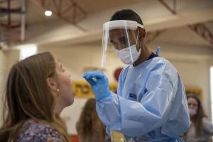 """Simptomele infecției cu varianta Delta a COVID-19: """"Pacienții prezentau disfuncție respiratorie, febră, tuse"""""""
