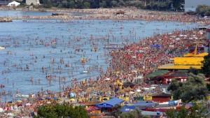 Val de enterocolite pe litoral. Mâncarea şi apa din mare, principalele surse de infectare