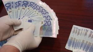 Fabrică de BANI FALŞI a mafiei italiene, descoperită în România. 13 milioane de euro, confiscate de anchetatori