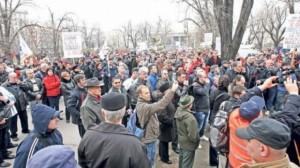 Românii cu credite în FRANCI ELVEŢIENI au ieşit din nou în stradă