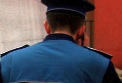 Un polițist a fost mușcat de gât în centrul Capitalei
